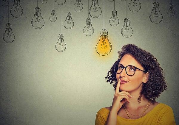 Mujer pensando idea