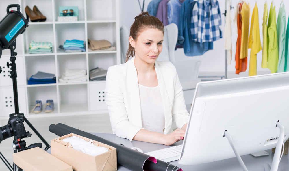 Tienda online mujer comprando